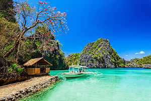filipino-boat-in-the-sea-coron-philippines-shutterstock_171320501-2.jpg